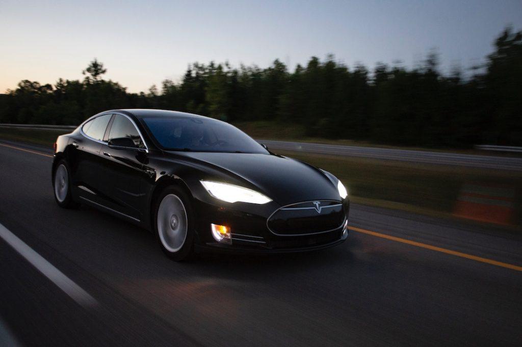 Los Teslas no son el futuro, el futuro está en la microbilidad. Imagen de Jp Valery en Unsplash