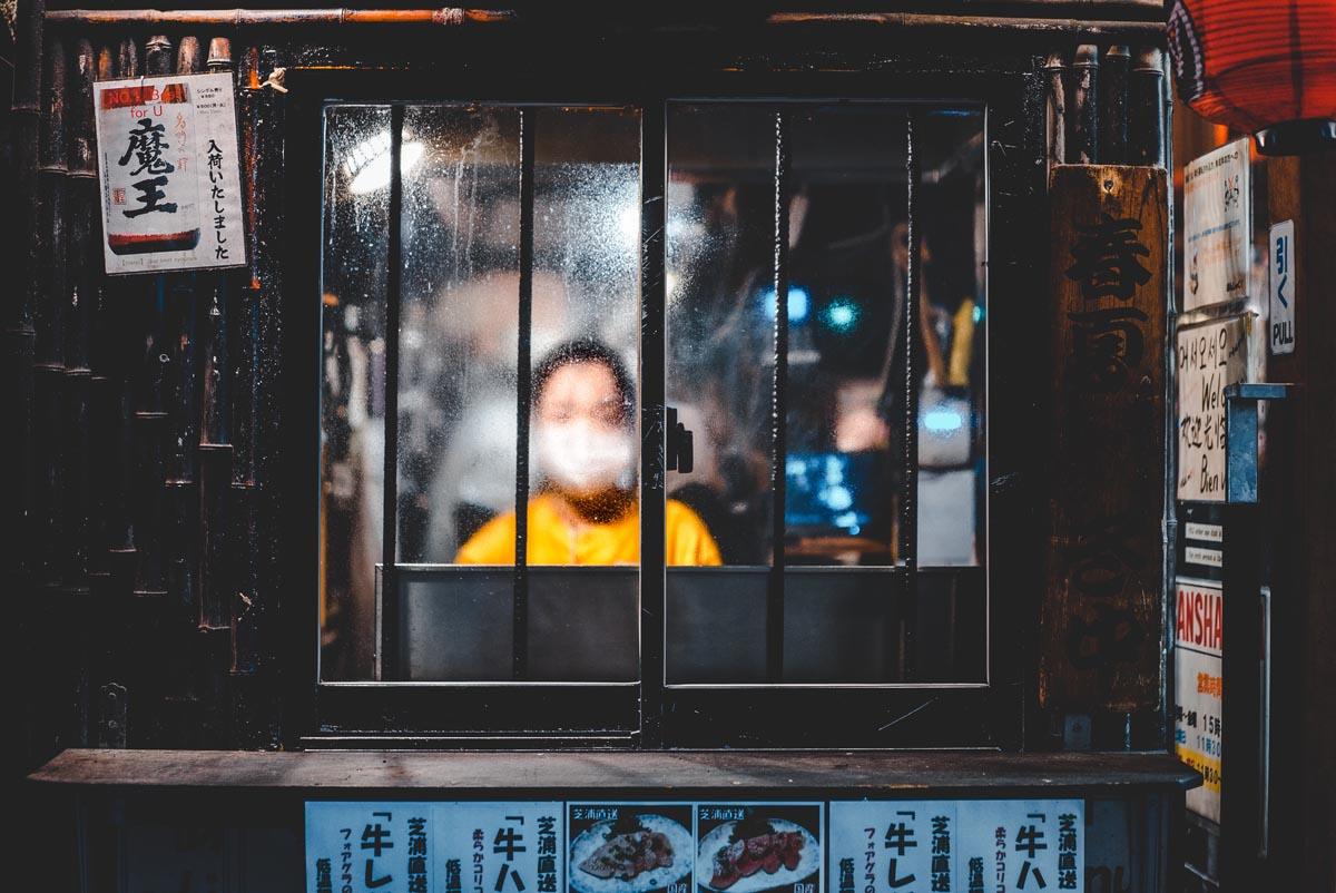 La mascarilla es muy habitual en culturas asiáticas pero ahora llega a Occidente a rebufo de la Covid-19